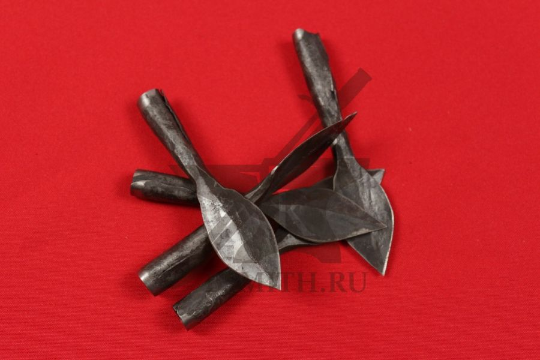 Наконечники стрелы листообразные-2 втульчатые, несколько штук