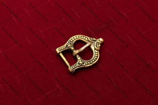 Пряжка, Готланд, 9-10 век, вид сбоку