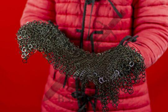 Койф клепано-сеченый (12 мм), ожерелье с фестонами, в руках