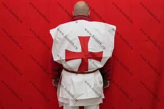 Котта д'арм белая с красным крестом, вид со спины
