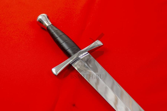 Кинжал квилон граненый, эфес крупно со стороны клинка