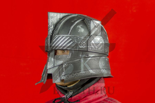 Шлем гномов Мории, пластик, вид в три четверти