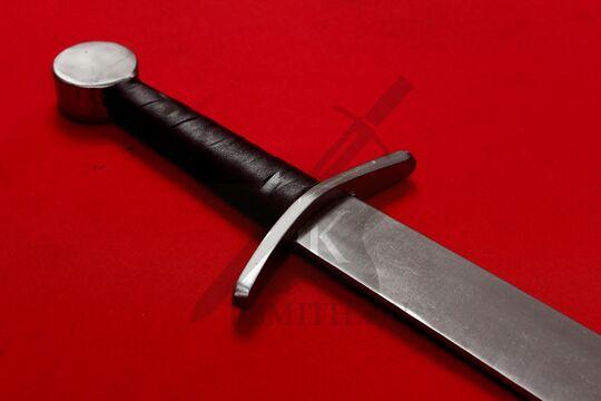 Фальшион из Торпа турнирного типа, эфес крупно со стороны клинка