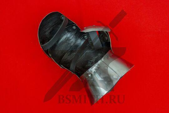Рукавица миланская латная, правая, фото изнутри