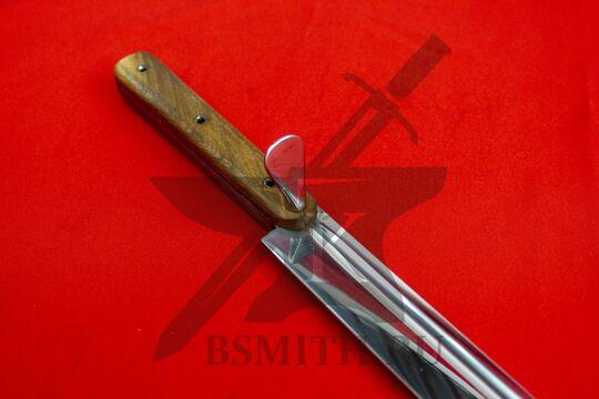 Гросс-мессер с лепестком, эфес крупно со стороны клинка