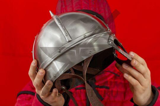 Шлем из Гьёрмундбю с подбородочными ремнями, окружность 69 см