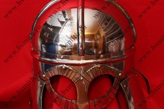 Шлем из Гьермундбю: маска с насечкой, стальные науши с подкладом, полировка, фото 1
