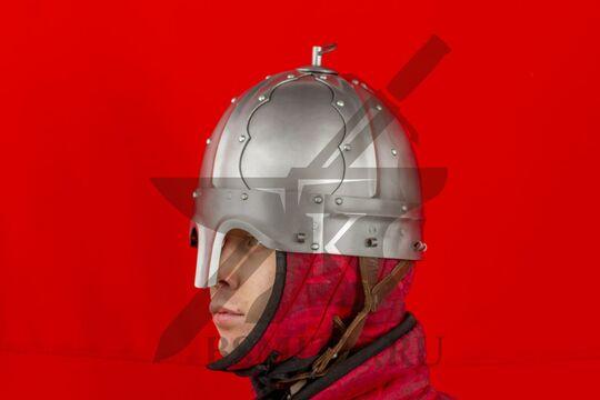 Шлем тюрбанный из Озерного, вид в три четверти