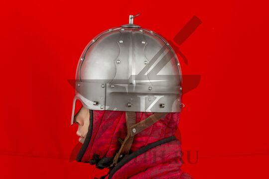 Шлем тюрбанный из Озерного, вид сбоку