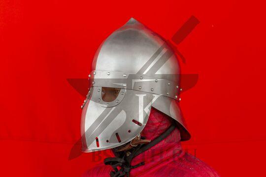 "Шлем ""фригийский колпак"" с забралом, вариант 2, вид в три четверти"