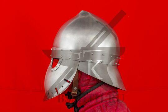 """Шлем """"фригийский колпак"""" с забралом, вариант 2, вид сбоку"""