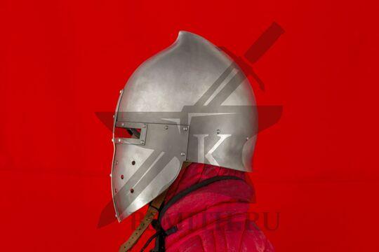 """Шлем """"фригийский колпак"""" с забралом, вид сбоку"""