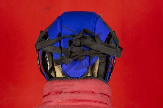 Шлем со стальной маской, вид сзади