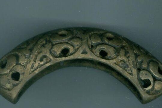 Оригинальная гарда меча из Новгорода, фото Новгородского музея-заповедника