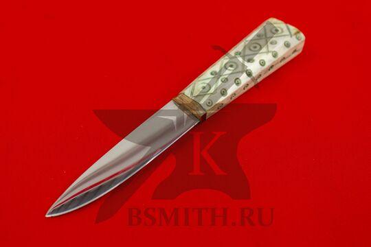 Нож с костяной рукоятью, вариант 2, вид со стороны клинка