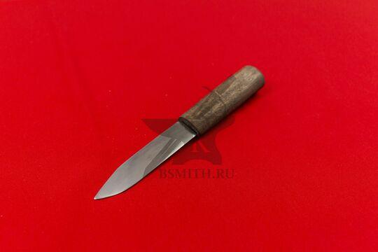 Нож бытовой простой, фото со стороны клинка