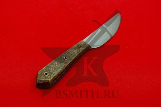 Нож с деревянной рукоятью, Европа, вариант 2, вид со стороны рукояти