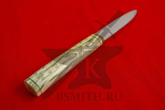 Нож с костяной рукоятью, вариант 3, вид со стороны рукояти