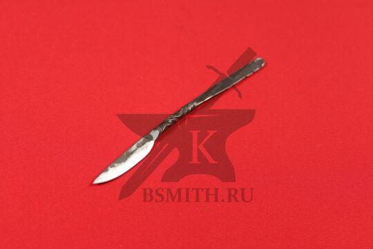Нож средневековый столовый, вид со стороны клинка