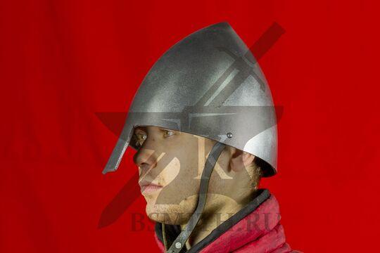 Шлем норманнский, пластик, вид в три четверти