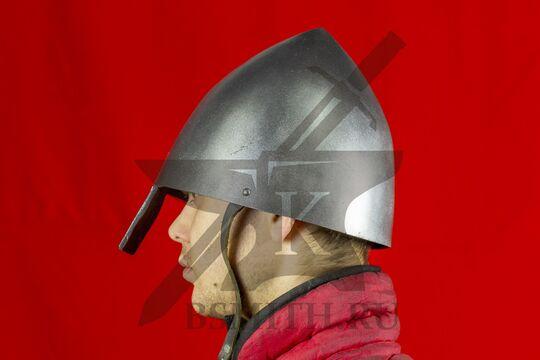 Шлем норманнский, пластик, вид сбоку