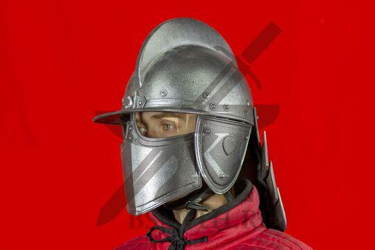 Шлем польских гусар, пластик, вид в три четверти