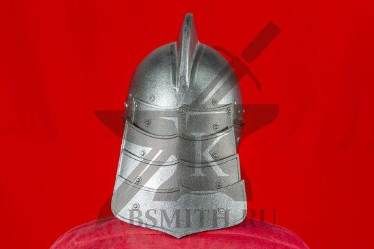 Шлем польских гусар, пластик, вид сзади