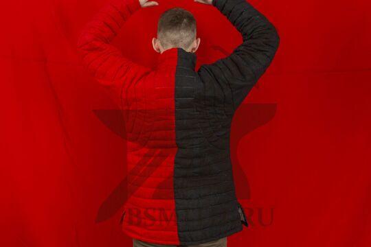 Пурпуэн красно-черный, лен, завязки, вид со спины с поднятыми руками