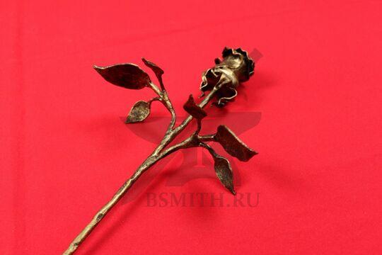"""Кованая роза с 6 листами, цвет """"золото"""", бутон крупно с обратной стороны"""