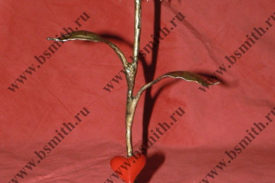 Кованая роза с сердцем, роза под золото, сердце красное, фото 1