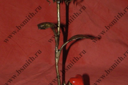 Кованая роза с сердцем, роза под золото, сердце красное, фото 2