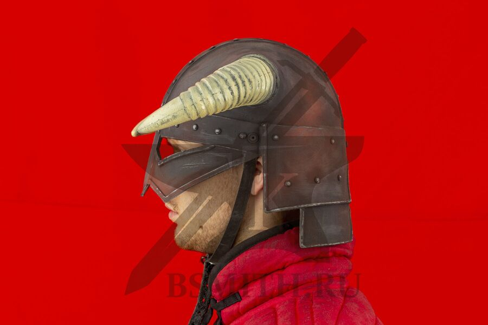 Рогатый шлем из Скайрим, пластик, вид сбоку