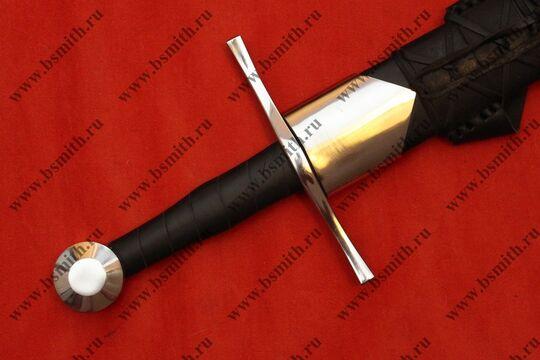 Меч тип 13А по типологии Окшотта из Линца в ножнах с металлическими устьем и наконечником, устье крупно