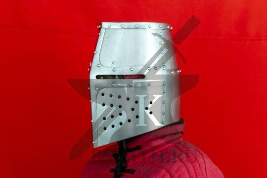 """Топхельм """"Дарген"""" из замка Шлосберг, вид в три четверти"""