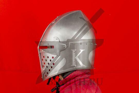 """Шлем """"Сахарная голова"""" с монолитным забралом, вид сбоку"""