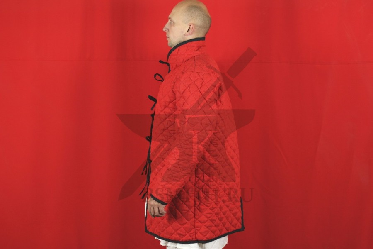 Стеганая куртка длинная красная, ромб, 2 слоя, лен, вид сбоку