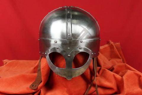 Шлем из Гьёрмундбю упрощенный, парашют, подбородочные ремни