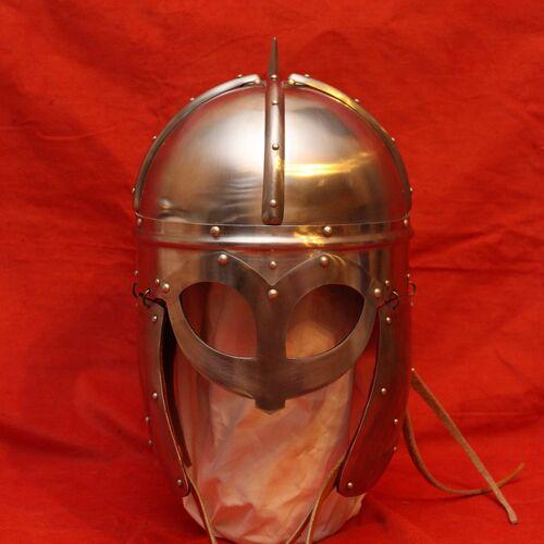 Средневековые рыцарские шлемы