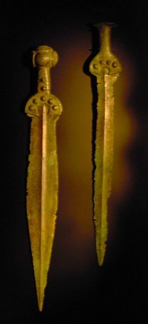 Картинки по запросу бронзовые щит и меч